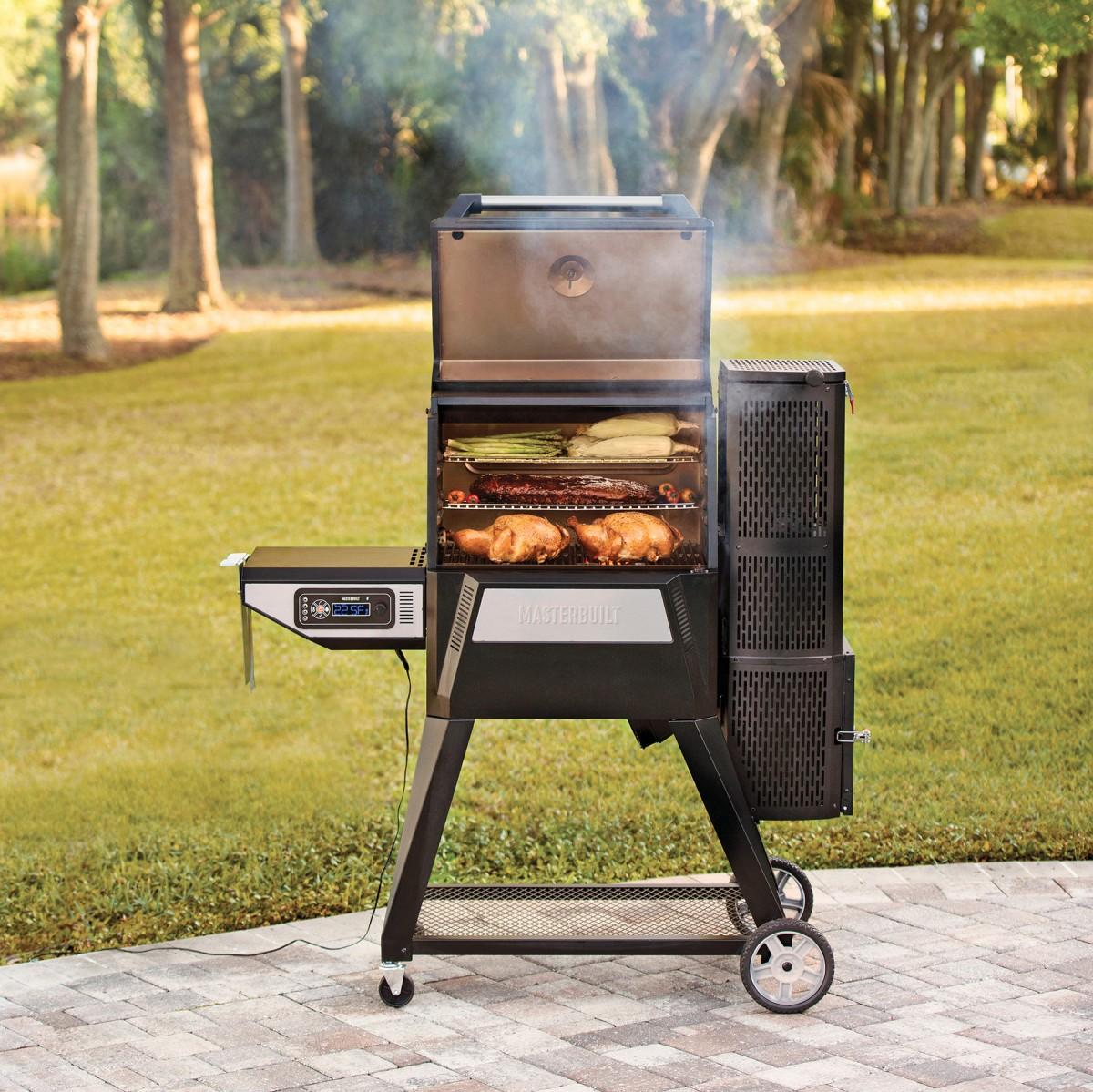 Masterbuilt Gravity Series™ 560 Digital Charcoal Grill + Smoker